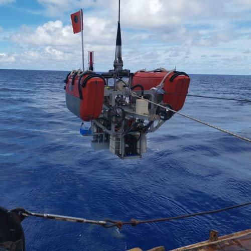 一种复合型无人潜水器