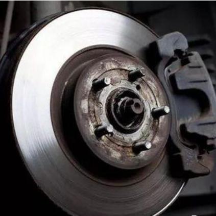 一种汽车刹车片厚度实时检测系统及其检测方法