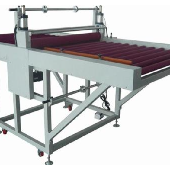 一种自动进行木板贴膜的装置及方法