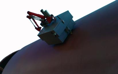钢制壁面爬壁作业机器人